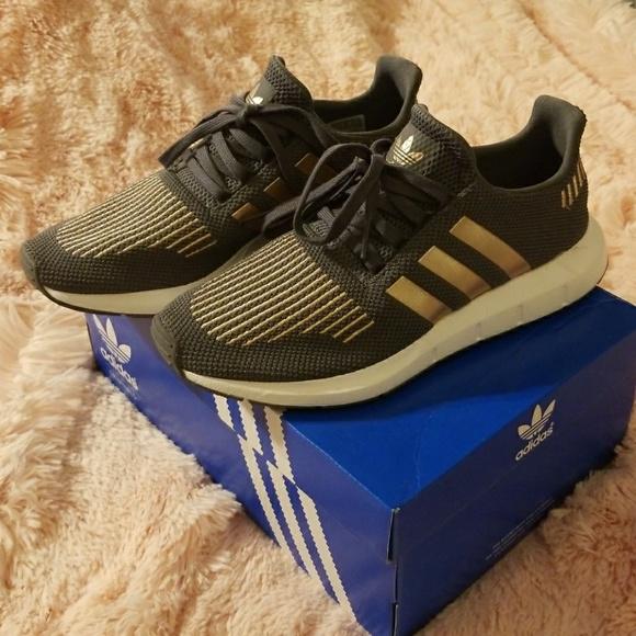 Adidas zapatos Swift Run J poshmark